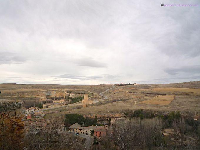 城壁内は歴史的、城壁外はのどかな自然と2つのコントラストが美しい街、セゴビア