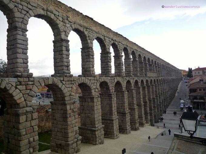 歴史とその存在感に誰もが驚く、ローマ時代の水道橋
