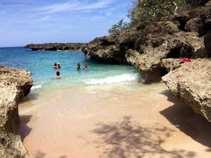岩の合間にちいさな白砂のビーチ!プラヤ ブランカ