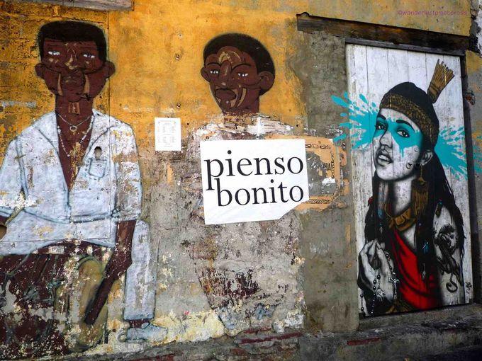 フレンドリーな人々との会話もはずむカルタヘナの下町。アートに彩られた通りも!