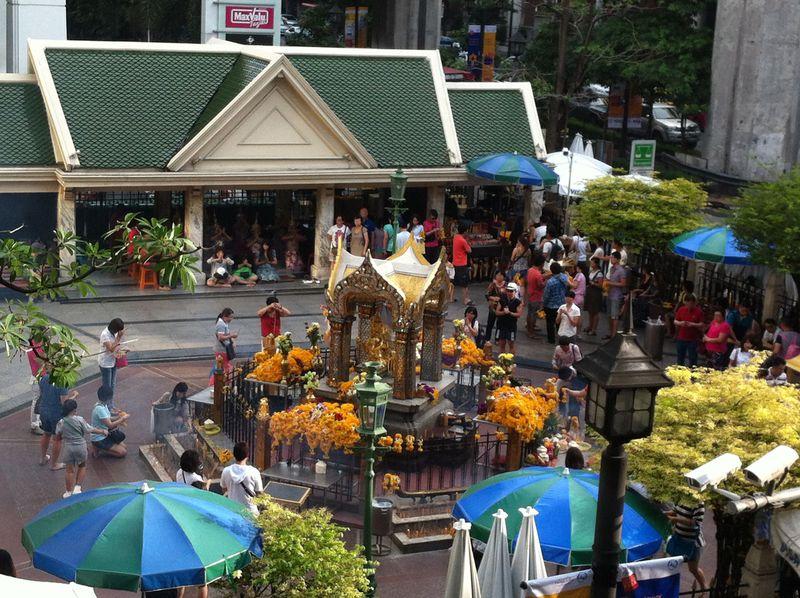 バンコクの中心で運気UP!最強パワースポット「エラワン祠」