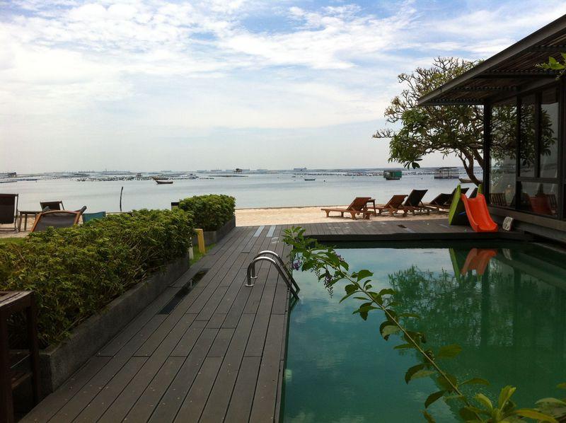 プライベートビーチ&絶品シーフード!「バルコニー」はタイ・シラチャの隠れ家ホテル