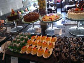 プールサイドで格安ホテルランチ!タイのZeta Cafeは6歳未満無料