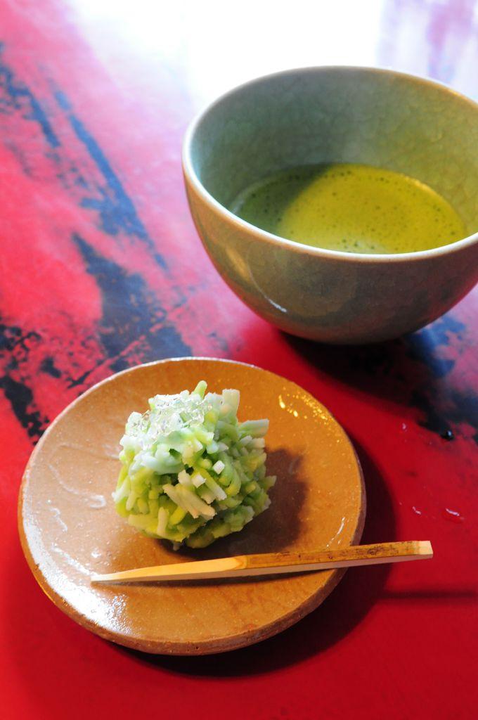 観光客で賑わう金沢最大の茶屋街「ひがし茶屋街」