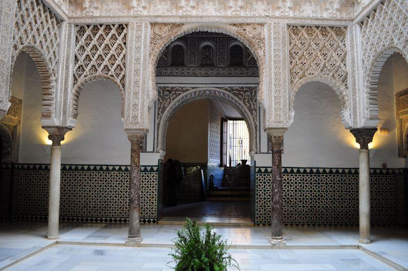 アルハンブラ宮殿の模倣、セビーリャ・アルカサルの光の美!