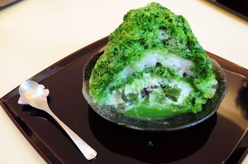 宝探しのようなかき氷が魅力、箱根湯本の「ちもと」のカフェへ