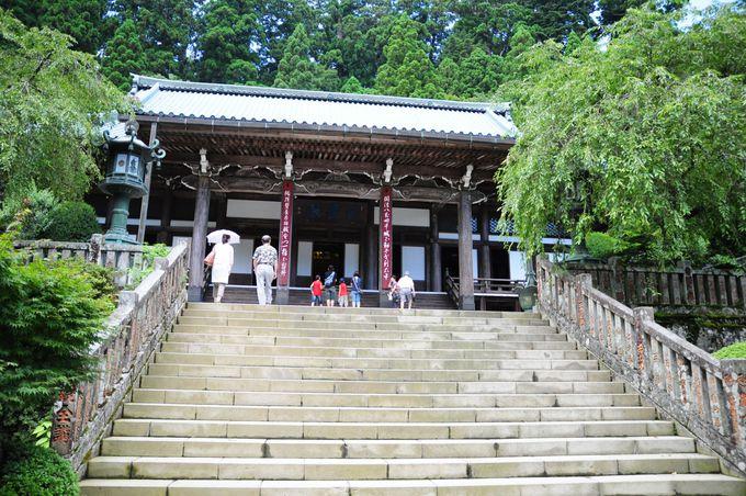 最大の見所、近代社寺建築の巨匠・伊東忠太設計の本堂