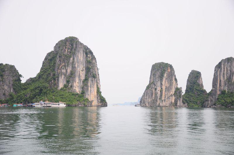 ベトナムの世界自然遺産、ハロン湾でお腹も満足クルーズ!