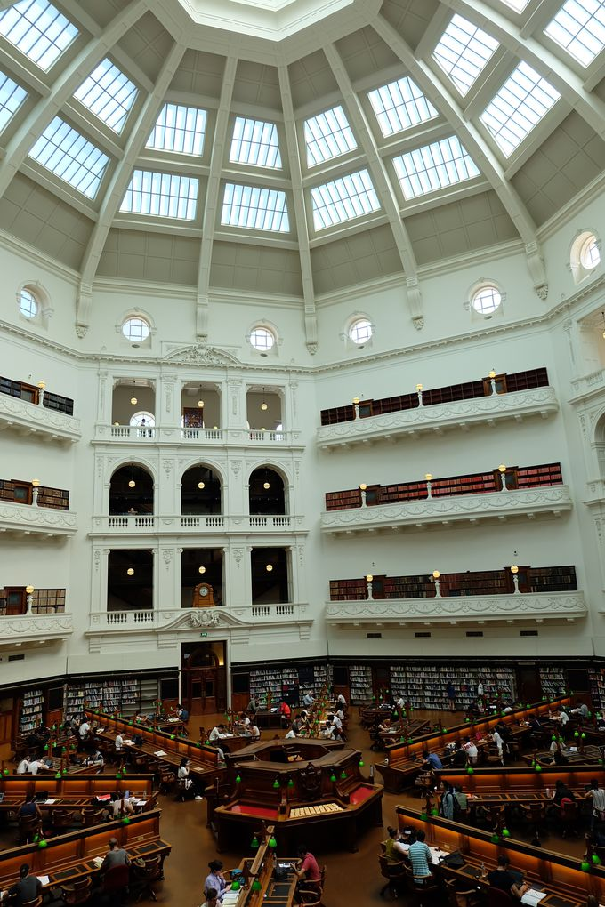 3.ビクトリア州立図書館