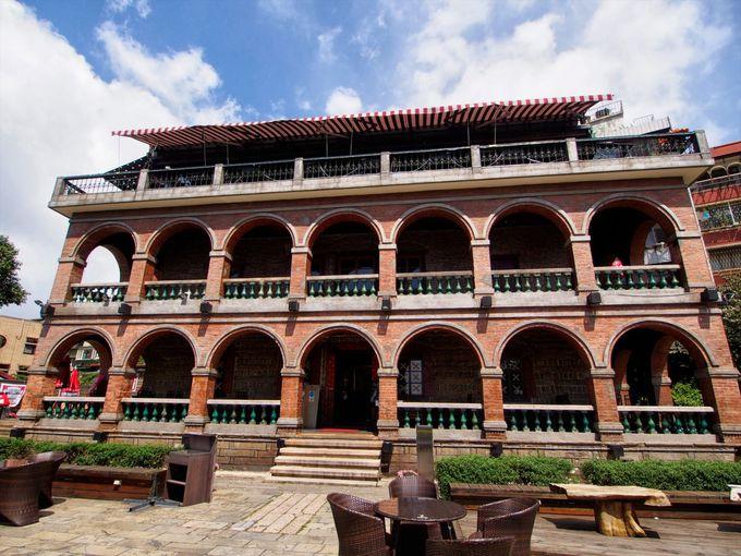 台湾歴史建築100景にも選ばれた「紅楼」から淡水の町を見下ろす
