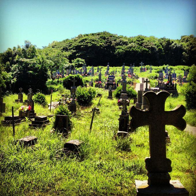 魅力その2:異国の風景を醸し出す「黒島カトリック墓地」