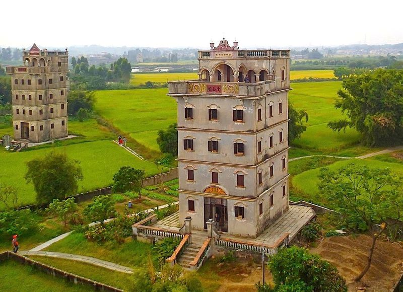 田んぼに高層ビル?不思議な世界遺産 中国「開平楼閣の村落」