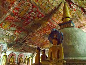 岩窟の小宇宙!スリランカ世界遺産「ダンブッラの黄金寺院」