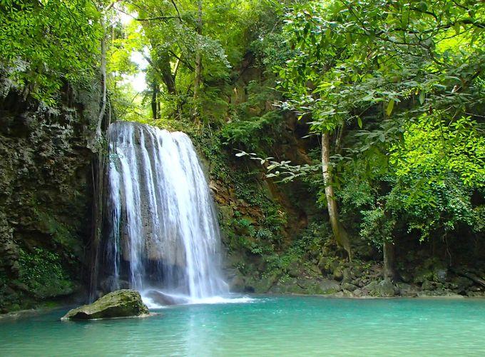 趣の異なる「7つの滝」。トレッキングで楽しもう