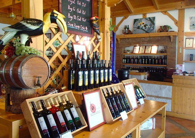 お土産も充実。自宅でワインとともに旅の思い出を楽しんでみては?