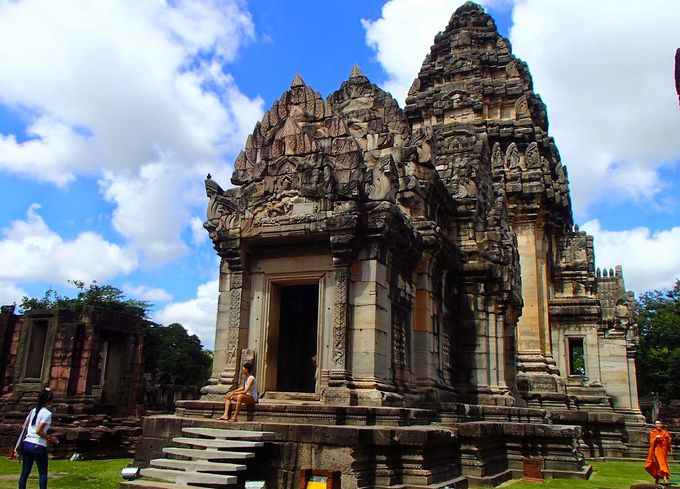 遺跡の中心。白い仏教遺跡「中央祠堂」