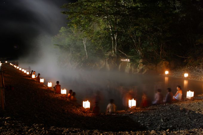 川原を掘ればコポコポとお湯が湧き出す「川湯温泉」の仙人風呂