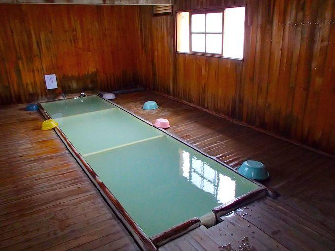 ヒノキと硫黄が香る混浴温泉「花染の湯」