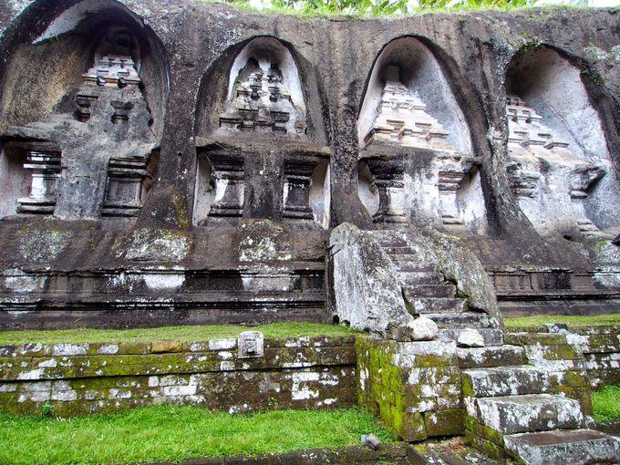 バリ最大の石窟王墓「グヌン・カウィ」に生きる伝説