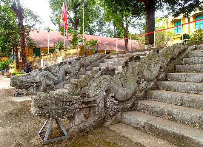 敬天殿跡は最古の「龍の階段」をチェックしよう