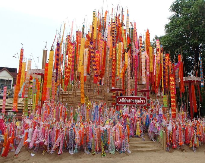いつもと違う!タイ仏教寺院の雰囲気も楽しもう。