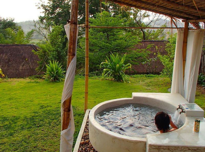 タイ北部の露天風呂付きホテル「プリプタ リゾート」湯船から満天の星をながめて