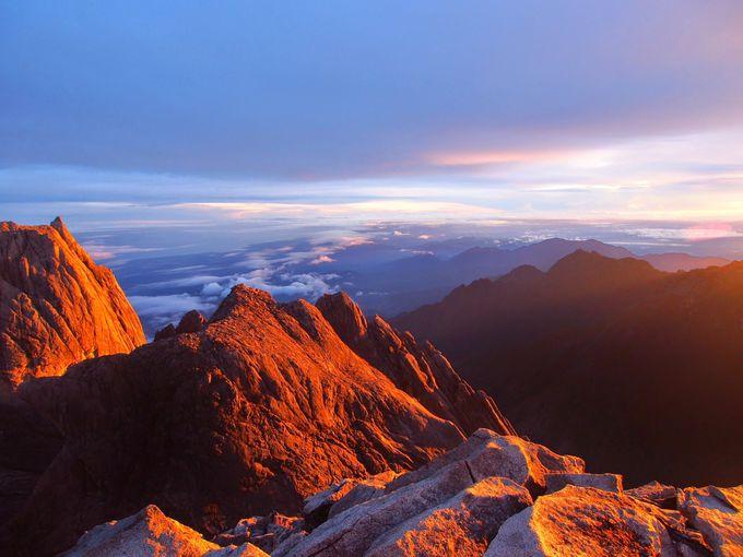 標高4,095メートル!東南アジア最高峰の山頂から見る朝日に感動!