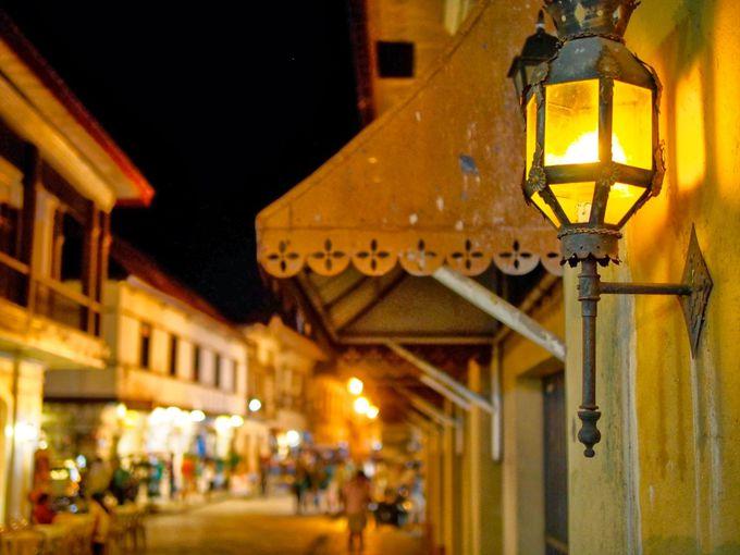 常夏の歴史地区は夜がベストの散歩時間