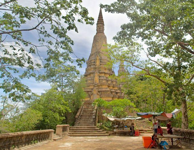 バイヨン式四面仏に美しいレリーフ。歴代の王が建てた3つの仏塔に注目