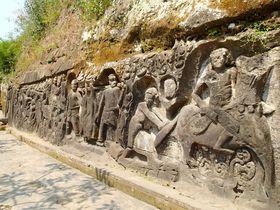棚田を見守る神秘の遺跡!バリ島世界遺産「イェー・プル」