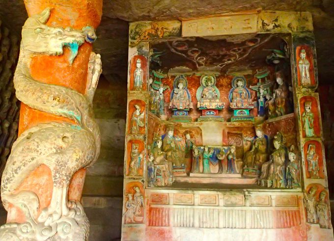 南山石刻の「三清古洞」に中国道教の歴史を偲ぶ