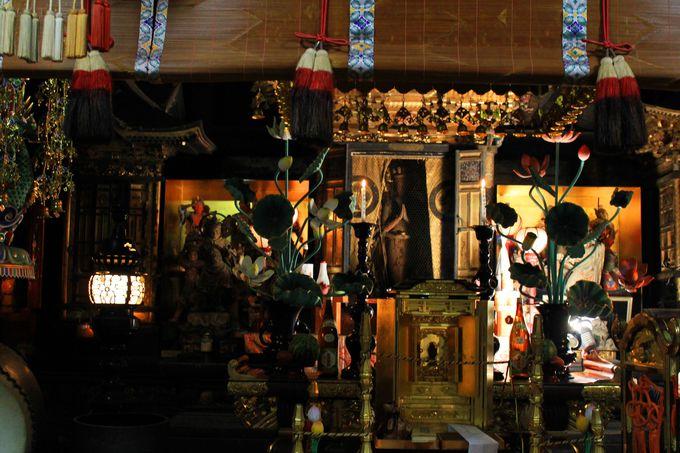 千手観音立像は平安時代に作られた一木造り