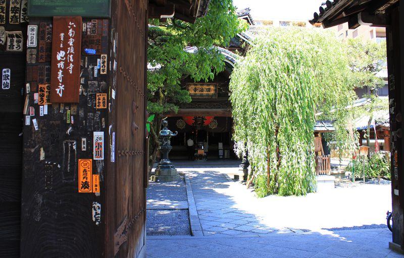 散歩に観光に休憩に♪京都のビジネス街に建つ「六角堂」
