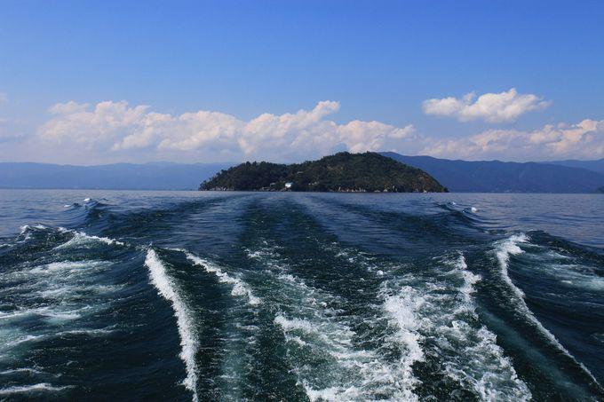 湖北で一日満喫するなら竹生島観光も外せません。