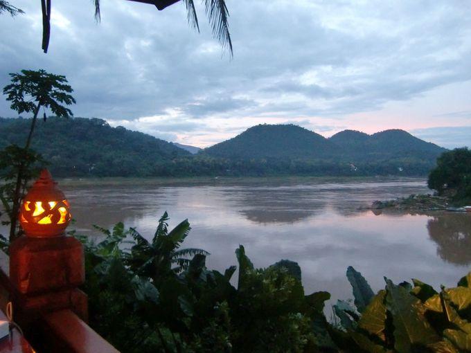 メコン川の夕暮れ時は圧巻。