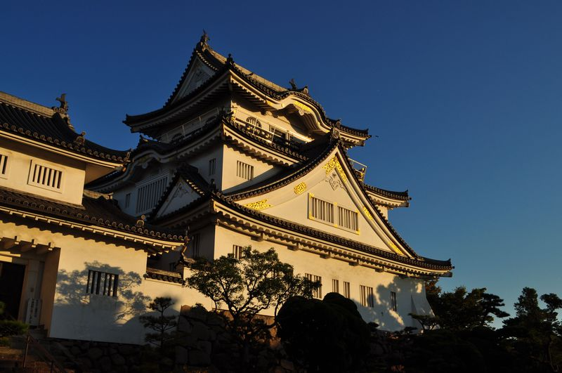 夕陽の名所「岸和田城」で奇抜な形をした日本庭園を観賞しよう!