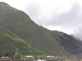 グルジアの秘境!2170mの山頂に建つツミンダ・サメバ教会