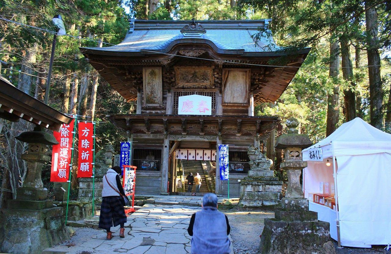 境内を二分する全国でも珍しい神社!あなたなら参拝は栃木県から?それとも茨城県から?