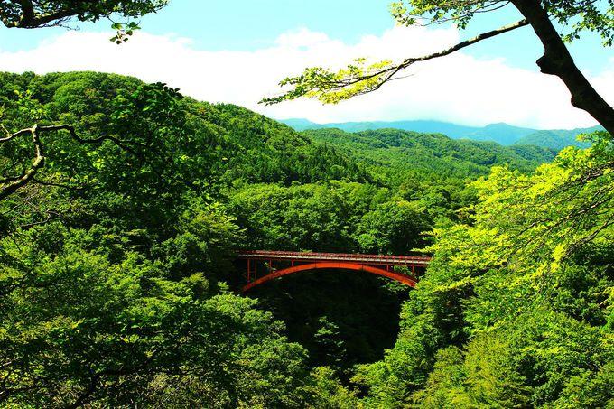 渓谷にかかる絶景の『雪割り橋』は、東北地方2番目に長い橋!
