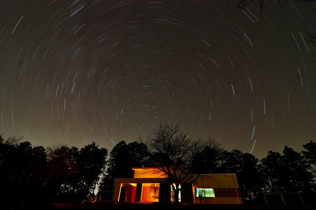 北極星が真上の星空に輝いて見える、大田原市ふれあいの丘『天文館』