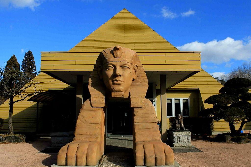 那須にスフィンクス出現!ワクワク楽しいB級スポット「ピラミッド元気温泉」