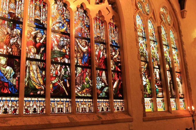 セントラファエル礼拝堂壁面の「聖書の風景」は、あのティファニーの作品