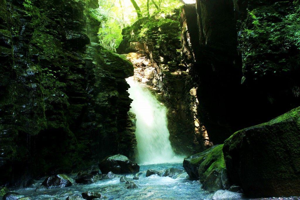 名瀑揃い!那須塩原の秘境「スッカン沢」滝巡りが面白い