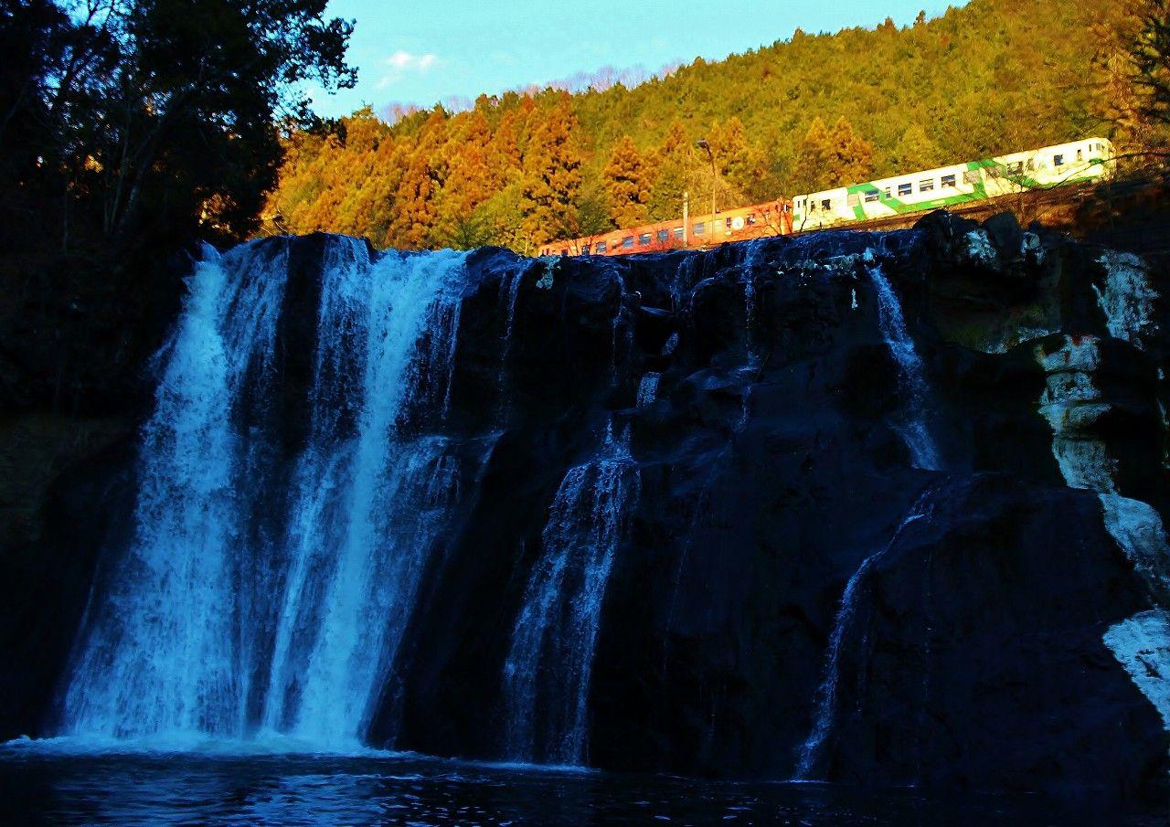 なんだ?!滝の上を電車が走ってる!那須烏山「竜門の滝」