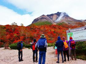 ロープウエイで行ける!絶景の紅葉登山・那須高原「茶臼岳」