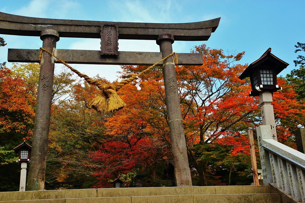 紅葉に萌える強力パワースポット「那須温泉神社」で運気アップを
