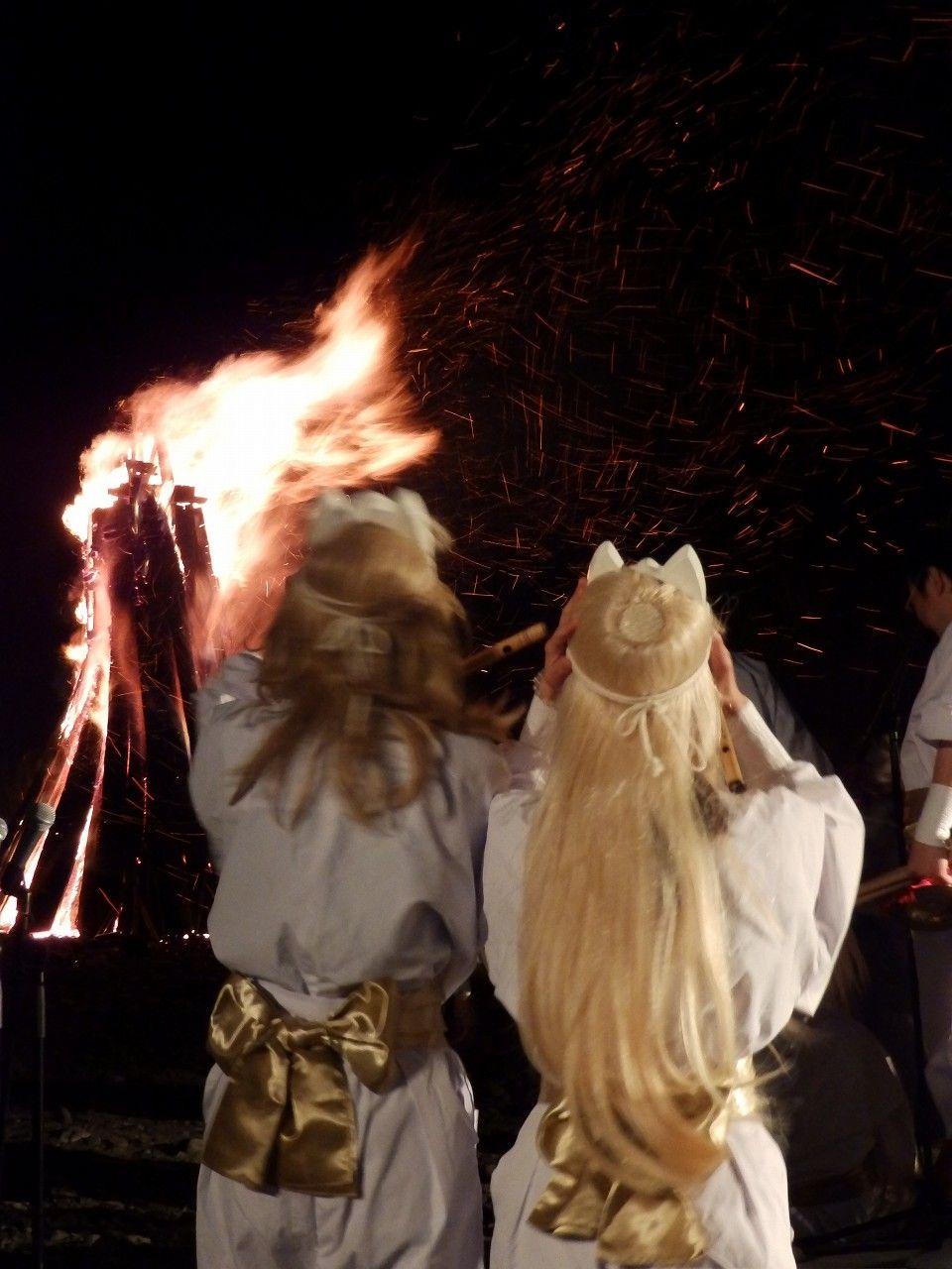 御神火祭は観客全員が「狐」になる!?