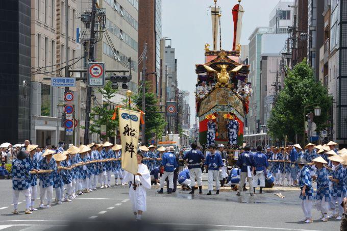 京都祇園祭の山鉾巡行は動く美術館!町屋の飾りは静の美術館!