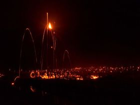 幻想的で勇壮な火の祭典!京都洛北に伝わる「広河原の松上げ」|京都府|トラベルjp<たびねす>