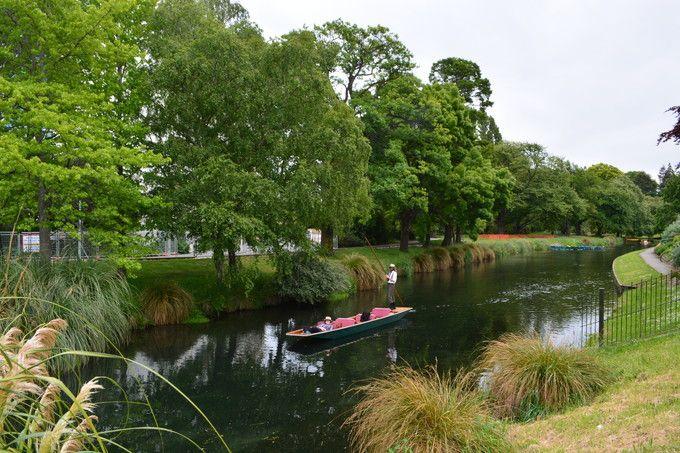 エイボン川の小舟に乗ってのんびり